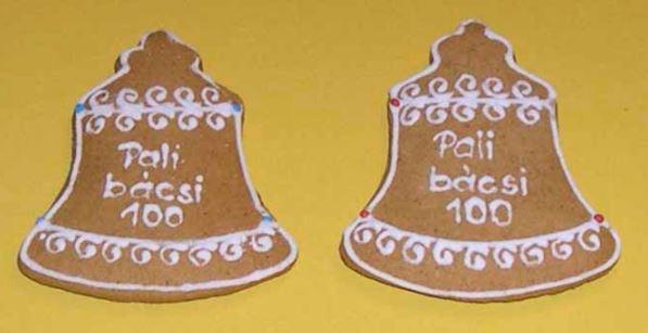Geburtstagsplätzchen in Glockenform, gebacken von der Tochter des Jubilars, für die Teilnehmer der Festveranstaltung