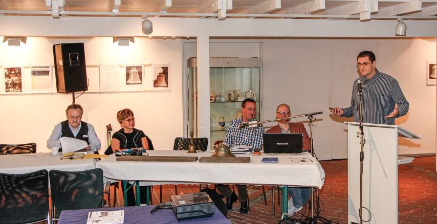 Unter den Teilnehmern das Ehrenmitglied des DGM Frau Margarete Schilling